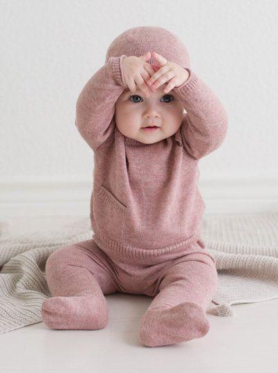 Как гулять с новорожденным осенью?