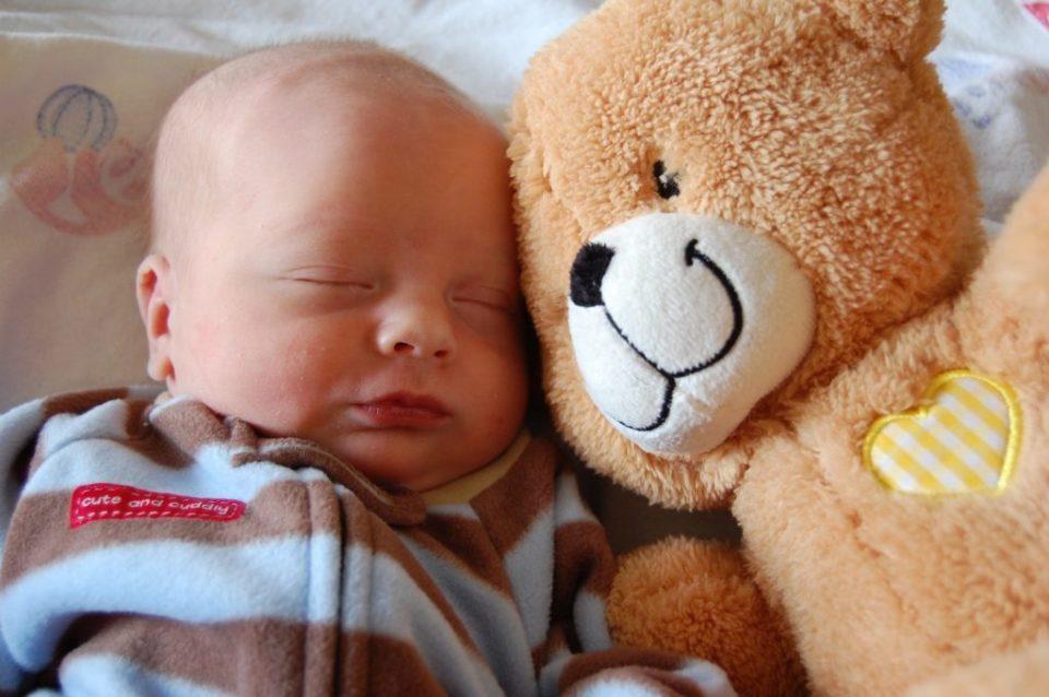 Заложен нос у новорожденного: что делать?