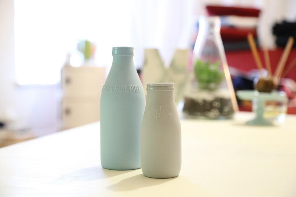 Чем отличаются детское молоко и смесь?