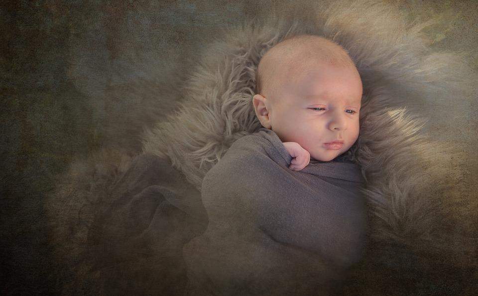 Пеленание ребенка: особенности, плюсы и минусы