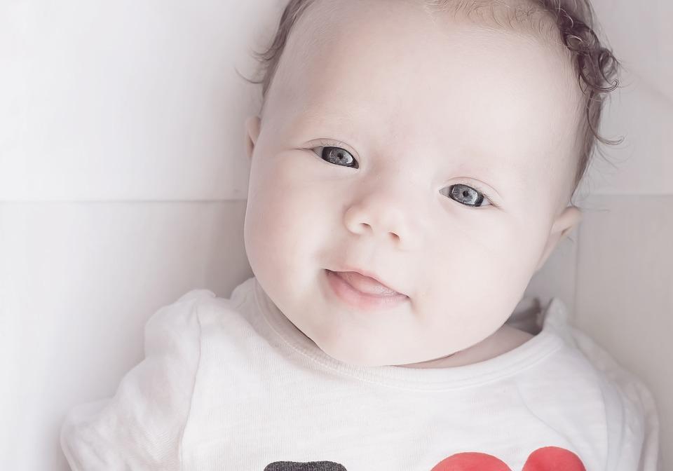 Вазелиновое масло для новорождённого: чем полезно?