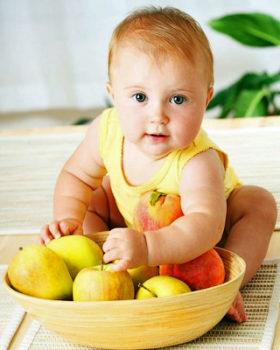 Фрукты в детском питании - банан, груша, яблоко, персик